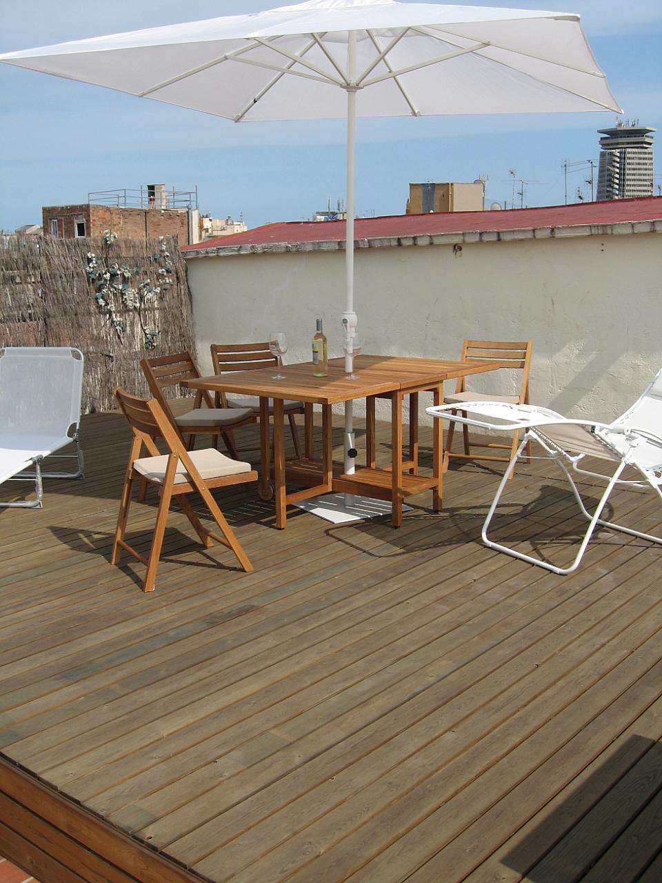 studio avec terrasse dans le centre de barcelone. Black Bedroom Furniture Sets. Home Design Ideas