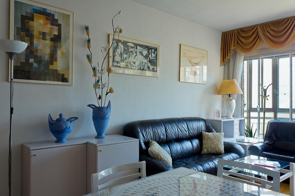 Intimate single room in the center of barcelona barcelona home for Living room city center barcelona