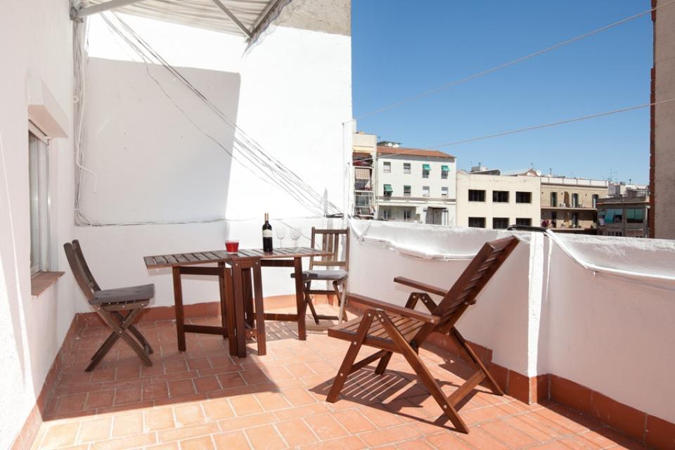 Tico con terraza en sagrada familia barcelona home - Atico terraza barcelona ...