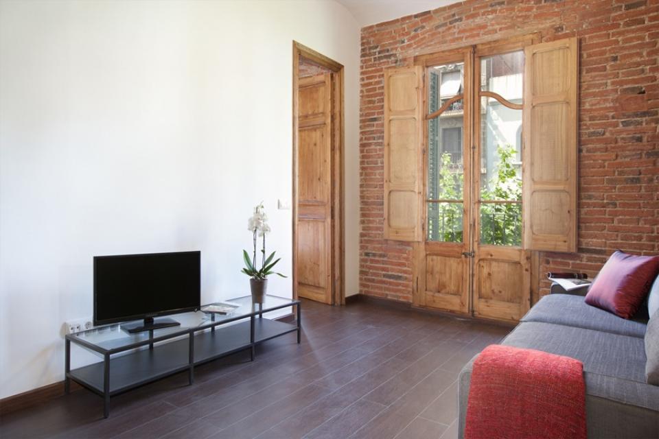 piso con balc n junto a sagrada familia barcelona home. Black Bedroom Furniture Sets. Home Design Ideas