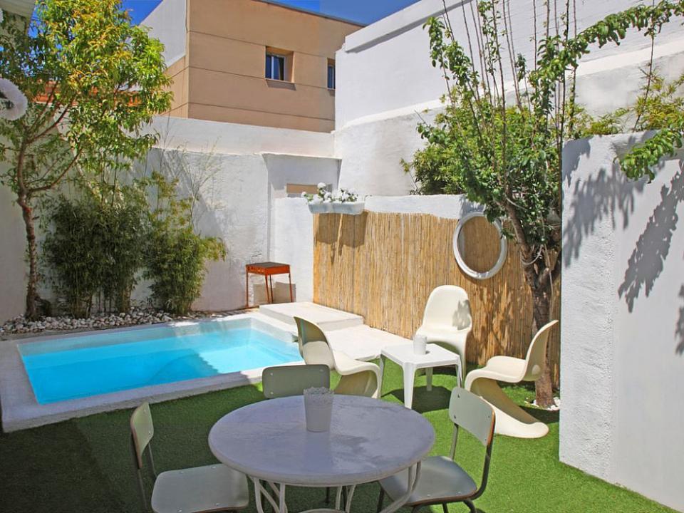 Casa con jard n y piscina privada en barcelona barcelona - Casa con jardin barcelona ...