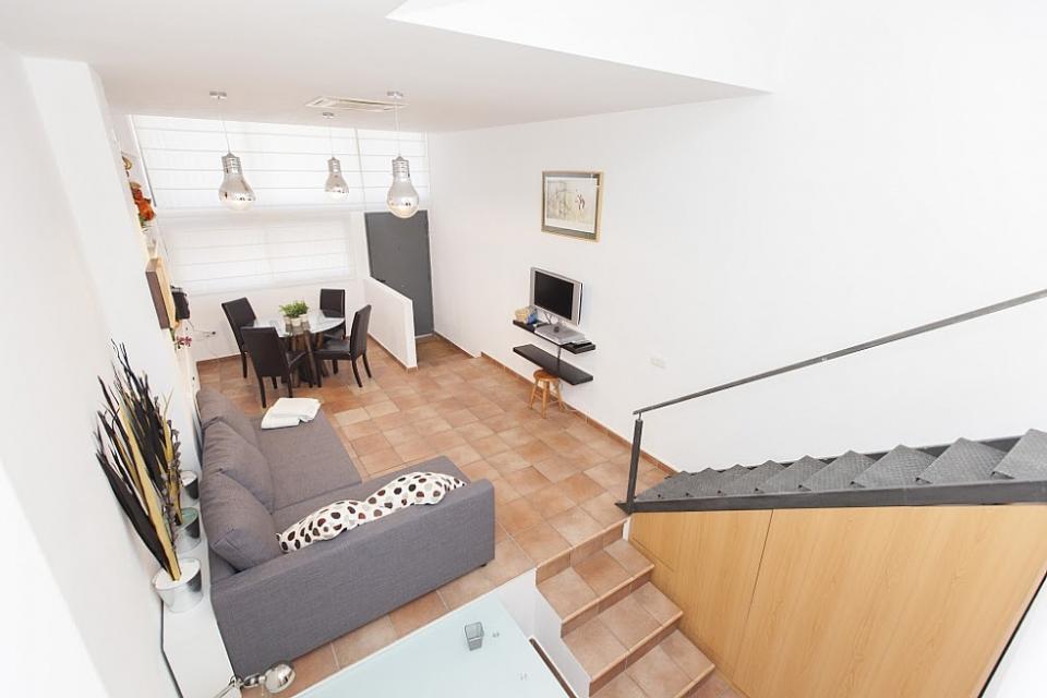 Apartamento duplex en gracia barcelona home - Apartamentos en barcelona booking ...