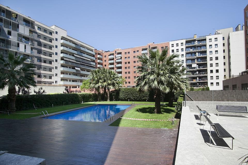 Appartements dans un immeuble avec piscine barcelone for Appartement barcelone piscine