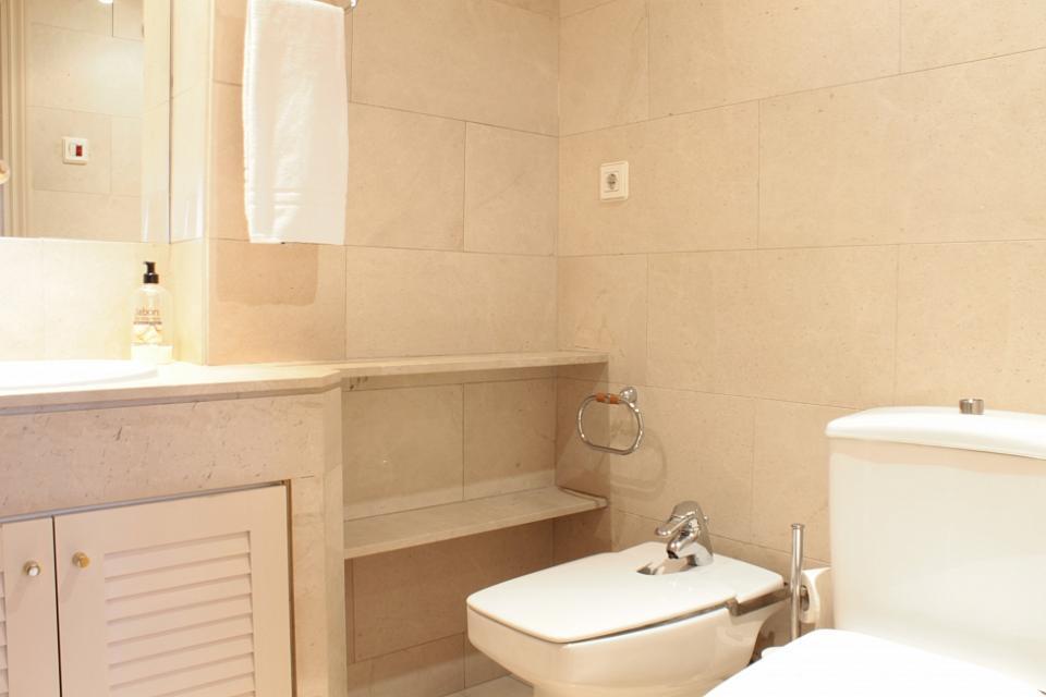Apartamento barato en el centro de barcelona barcelona home for Dormir en barcelona centro barato
