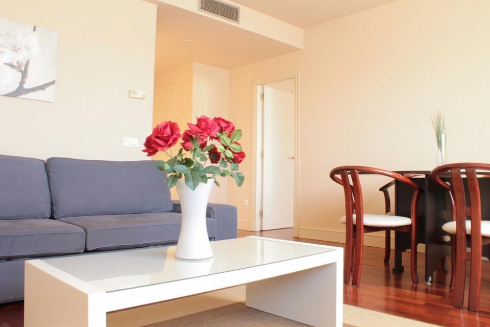 Apartamento barato en el centro de barcelona barcelona home for Alojamiento barato en sevilla centro