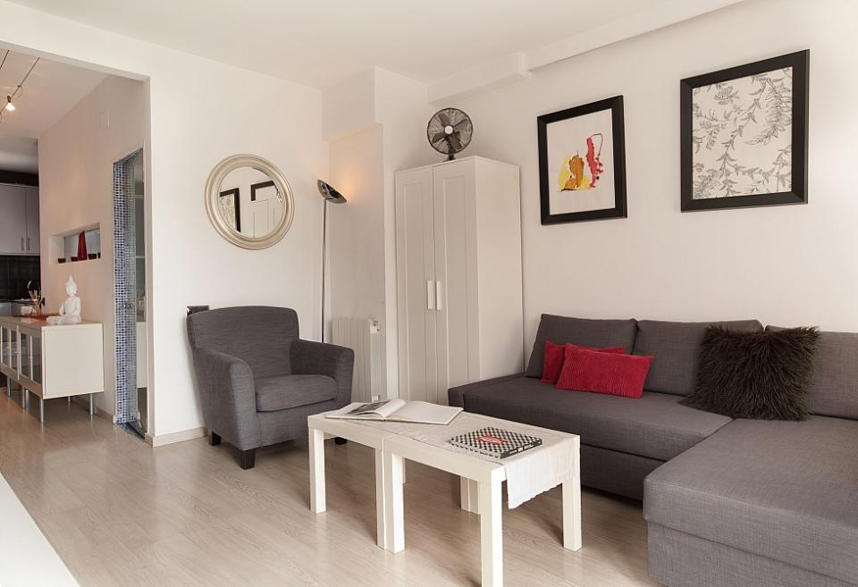 one bedroom apartment with terrace for rent in barcelona barcelona